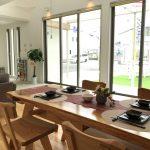 新島モデルハウスの展示品 手づくり家具 ダイニングテーブルの詳細へ